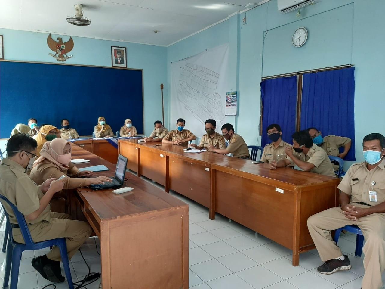 Rapat internal karyawan dan karyawati Dinperkimtan